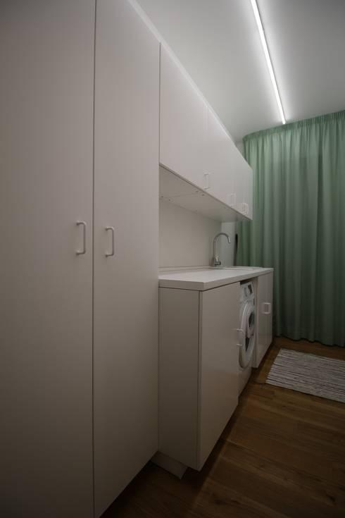 Appartamento a Termini Imerese PA: Spogliatoio in stile  di Giuseppe Rappa & Angelo M. Castiglione