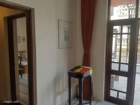 Renovation & Interiors for a Duplex Apartment: modern Bedroom by Mallika Seth