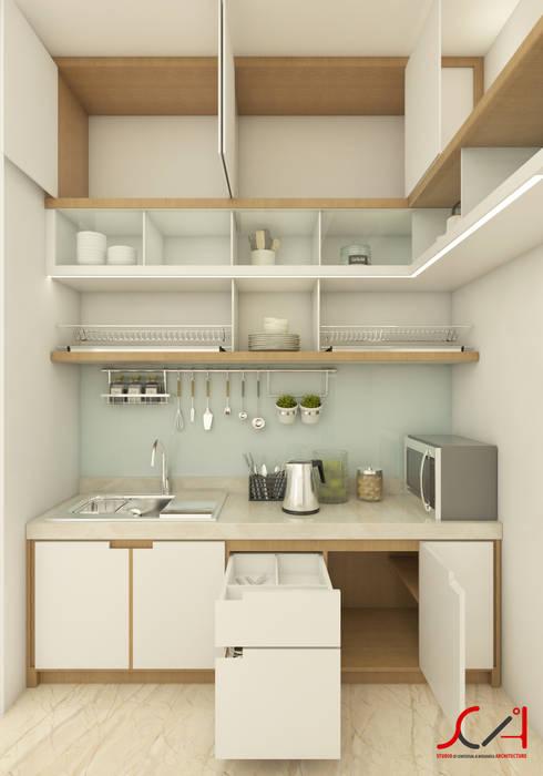 Interior Rumah Tinggal dan Klinik Obgyn:  Unit dapur by SCIArchitecture