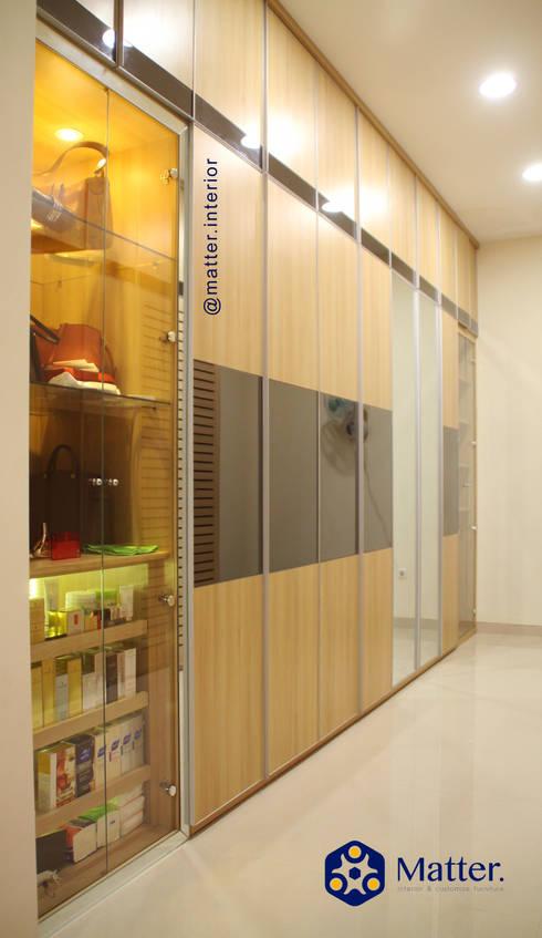 Wardrobe :  Ruang Ganti by Matter Interior
