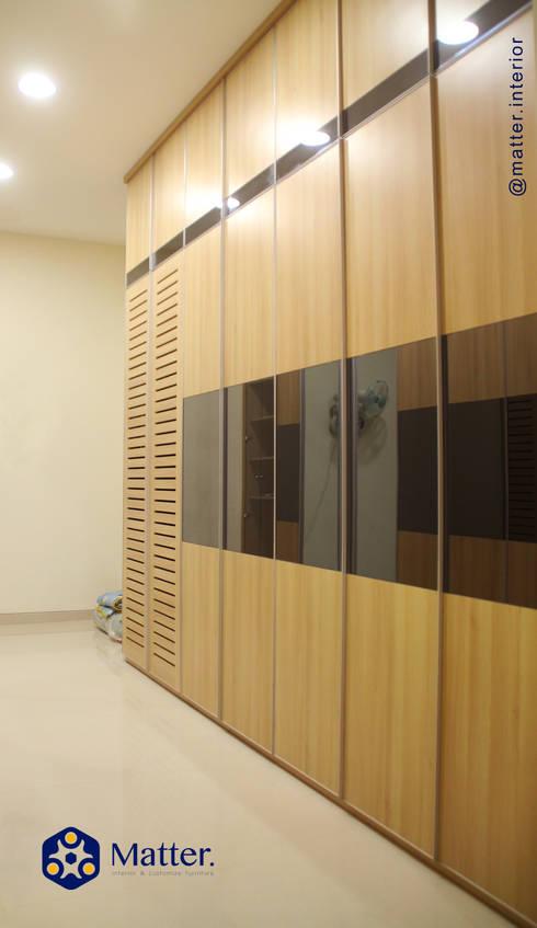 wardrobe:  Ruang Ganti by Matter Interior