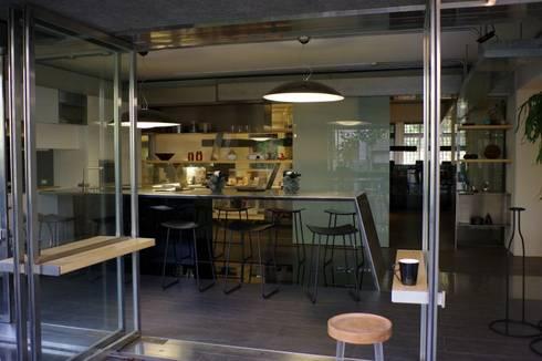 天晴設計事務所:  辦公室&店面 by 四一室內裝修有限公司