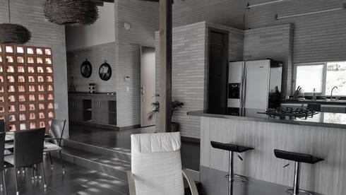 Casa Garcia: Casas unifamiliares de estilo  por ARQUITECTOS URBANISTAS A+U