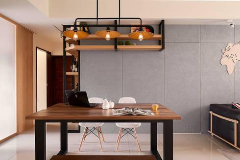 餐廳與主臥隱藏門(闔):  餐廳 by 趙玲室內設計