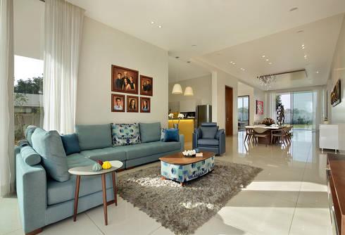 akshay shah (samruddhi bungalow): classic Living room by USINE STUDIO