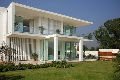 akshay shah (samruddhi bungalow): classic Houses by USINE STUDIO
