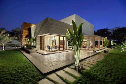 shree bungalow: modern Houses by USINE STUDIO
