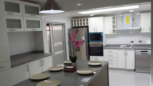 COCINA TAPIA: Cocinas equipadas de estilo  por AOG SPA