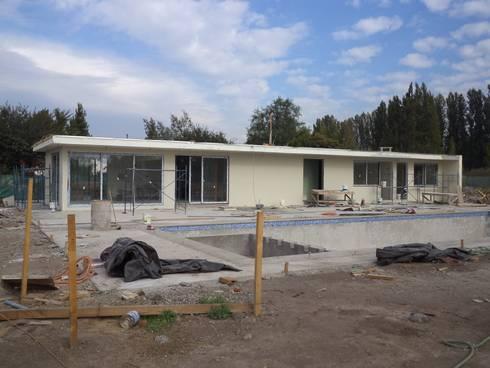 CASA DONOSO: Casas unifamiliares de estilo  por AOG SPA