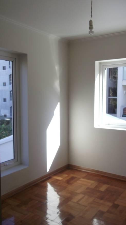 CASA DUHAUT: Dormitorios de estilo minimalista por AOG SPA