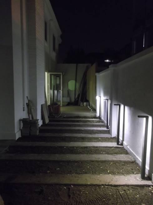 CASA DUHAUT: Casas unifamiliares de estilo  por AOG SPA
