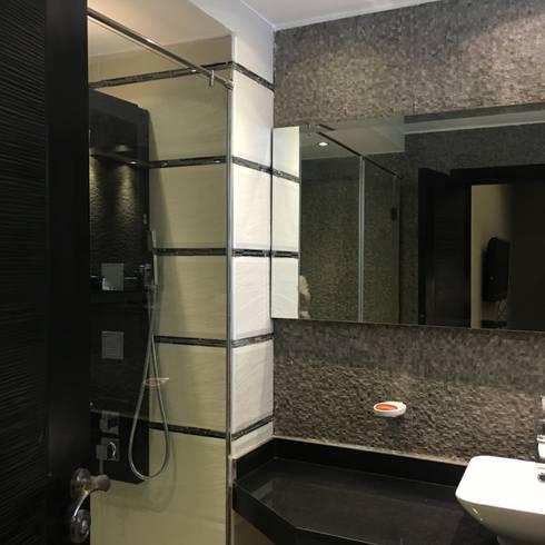 فيلا بالتجمع الخامس – القاهرة الجديدة:  حمام تنفيذ POINT Design.