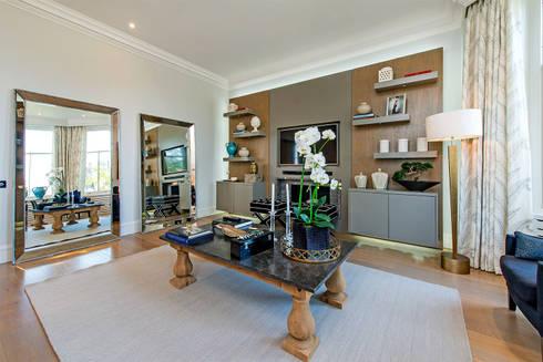 Drayton Gardens: classic Living room by Maxmar Construction LTD