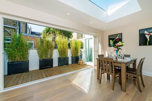 Hannell Road: modern Living room by Maxmar Construction LTD