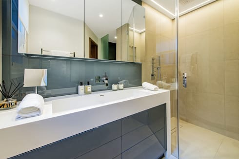 Lennox Gardens: modern Bathroom by Maxmar Construction LTD
