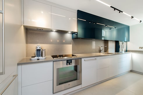 Lennox Gardens: modern Kitchen by Maxmar Construction LTD