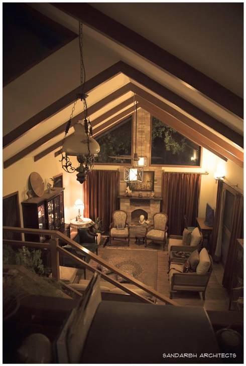 Saravan - The Singh's residence: eclectic Living room by Sandarbh Design Studio