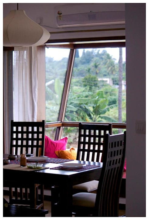 Kannan—Sonali and Gaurav's residence: eclectic Dining room by Sandarbh Design Studio