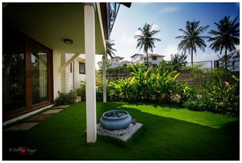Kannan—Sonali and Gaurav's residence: eclectic Garden by Sandarbh Design Studio