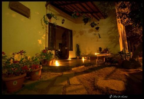 Sharada:  Front yard by Sandarbh Design Studio