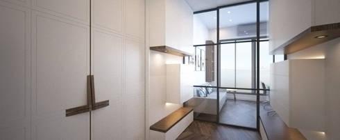 ZHUHAI RESIDENCE:  Corridor & hallway by BIGGERTHANstudio