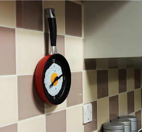 Kairos Frying Pan Wall Clock: modern Kitchen by Just For Clocks