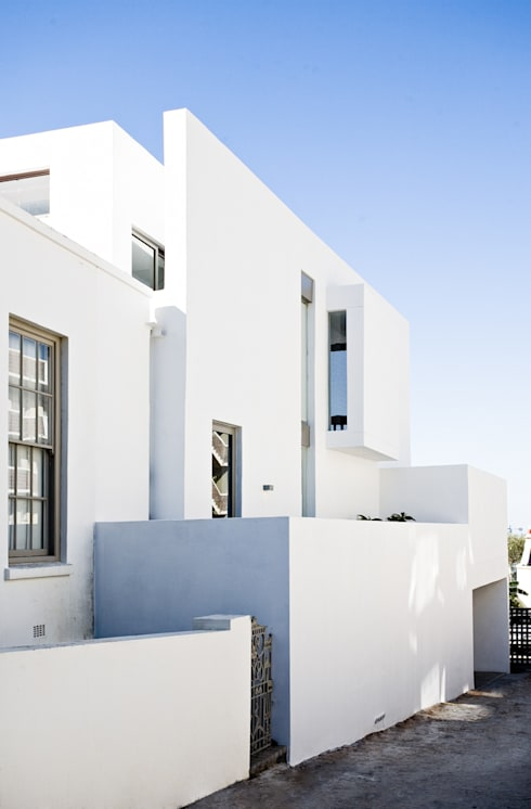 NEW HOUSE GARDENS, CAPE TOWN: minimalistic Houses by Grobler Architects