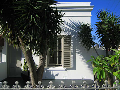 NEW HOUSE GARDENS, CAPE TOWN: colonial Houses by Grobler Architects