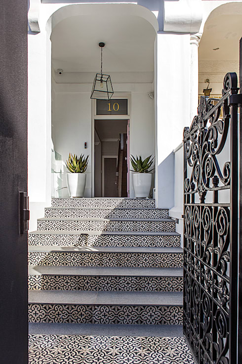 ALTERATION FRESNAYE, CAPE TOWN: colonial Houses by Grobler Architects