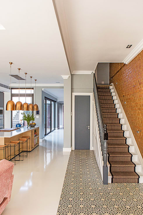 ALTERATION FRESNAYE, CAPE TOWN:  Corridor & hallway by Grobler Architects