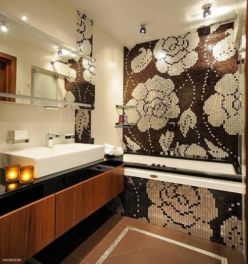 Bathroom by PRIMAVERA HOME