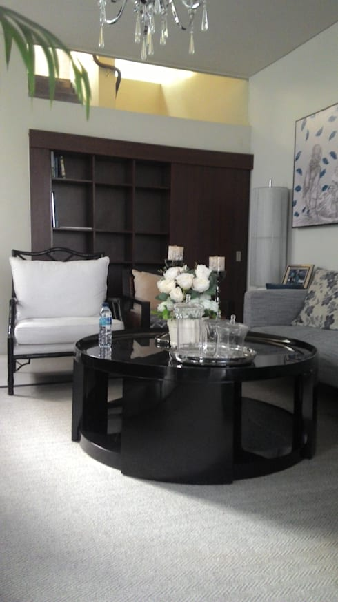 Alexandria, Graha Family: modern Living room by KOMA living interior design