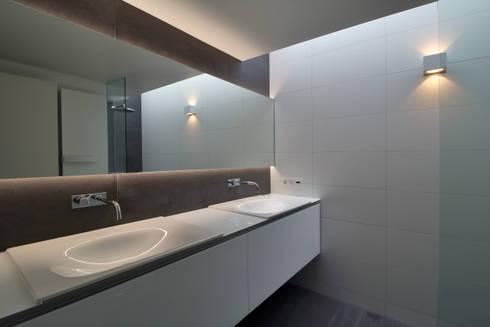 interieur C te Klimmen: moderne Badkamer door CHORA architecten