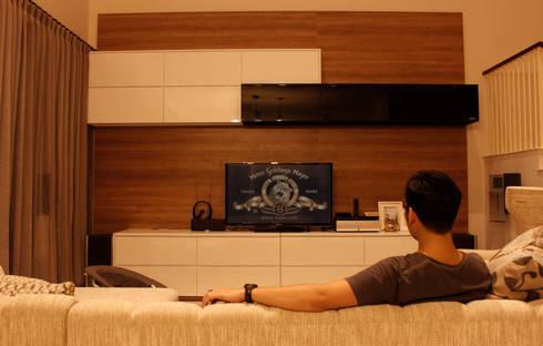 Prambanan Residence Kertabumi: modern Living room by KOMA living interior design