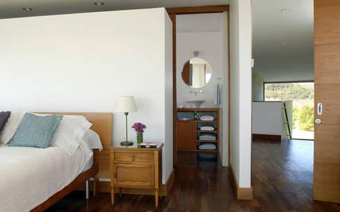 Casa Rabanua: Dormitorios de estilo moderno por Dx Arquitectos