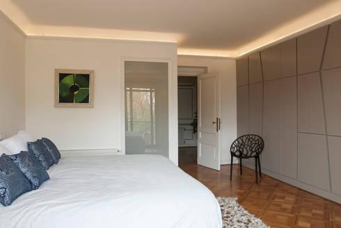 Departamento Forestal : Dormitorios de estilo clásico por Dx Arquitectos