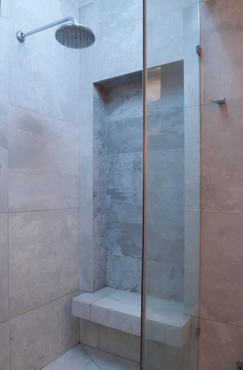 Departamento Forestal : Baños de estilo moderno por Dx Arquitectos