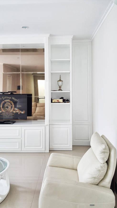 Graha Family SS:  Living room by KOMA living interior design