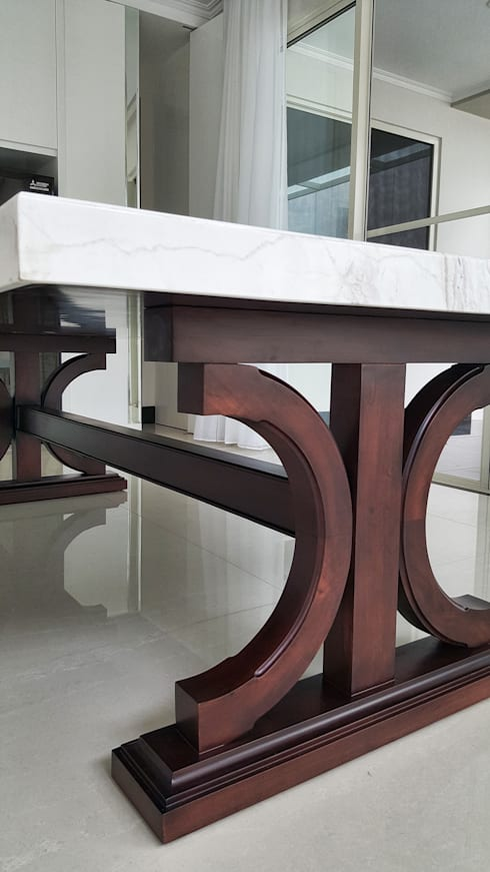 Graha Family SS:  Dining room by KOMA living interior design
