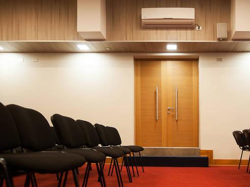 Colegio Inglés Saint John: Estudios y biblioteca de estilo  por Bauer Arquitectos