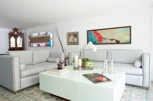 Sala : Salas / recibidores de estilo moderno por Pic & Deco