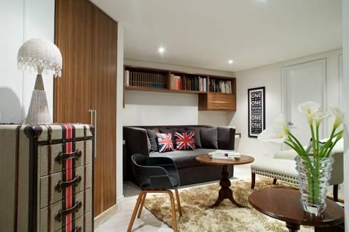 Family room: Salas / recibidores de estilo  por Pic & Deco