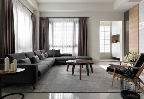 C House:  客廳 by 夏沐森山設計整合