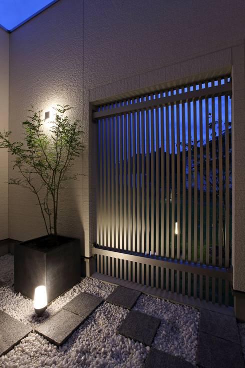 中庭 光庭: やまぐち建築設計室が手掛けた庭です。