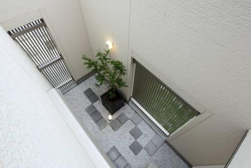 中庭 光庭: やまぐち建築設計室が手掛けた枯山水です。