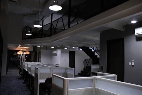 Internal office 2nd floor:  Ruang Komersial by Kottagaris interior design consultant
