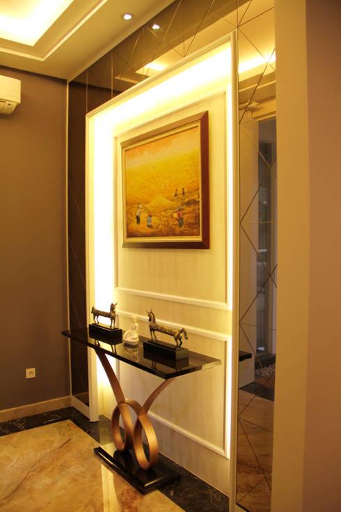 Foyer:  Koridor dan lorong by Kottagaris interior design consultant