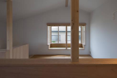 南戸塚の住居/House in Minamitotsuka: 平山教博空間設計事務所が手掛けた窓です。