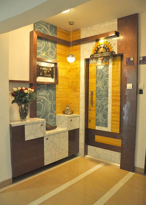 Door Entry:  Corridor & hallway by Shrishti Associates