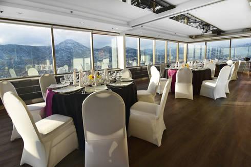 Salones Boulevard Suites Hotel : Paredes de estilo  por NEF Arq.